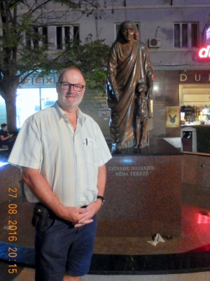 2016 08 27 Pristina Mutter Theresa Statue
