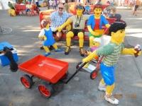 2016 09 12 Legoland_Ausgangsbereich_kurze Pause mit der netten Legofamilie