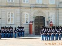 2016 05 12 Kopenhagen Wachablöse im Schlosshof Amalienborg