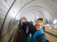 2016 07 17 Moskau Tief gehts hinunter zur U_Bahn