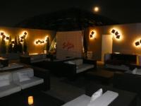 Riesige Dachterrasse in der O2_Lounge im Hotel Ritz Carlton