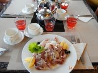 Omulfisch mit Zwiebeln zum Abendessen
