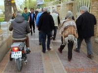 Sogar auf dem Gehsteig fahren die Mopeds