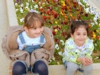 Mausoleum vom Dichter Saadi mit lieben Mädchen