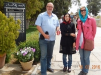 2016 03 15 Shiraz Mausoleum vom Dichter Hafis_sie woltte auch ein Foto von uns