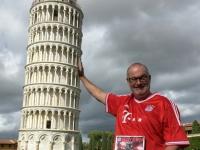 2017 05 01 Pisa schiefer Turm mit FCBayern Magazin