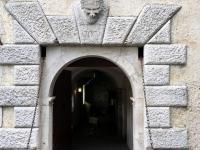 Burg Predjama Eingangstor
