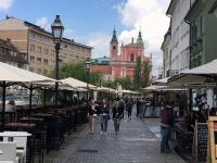 Viele Cafes und Restaurants im Freien