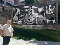 2017 06 07 Friedensstadt Gernika mit Picasso Mosaik