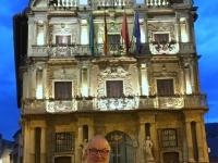 2017 06 08 Pamplona Rathaus bei Nacht