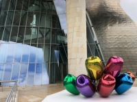 2017 06 06 Guggenheim Museum mit Kunstblume