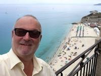 2017 06 11 Tropea Blick von der Insel Santa Maria zum Strand