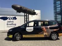 Reisewelt Dienstauto vor Zeppelin