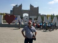 2017 08 26 Astana gegenüber dem größten Zelt der Welt