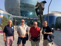 2017 08 27 Astana EXPO größte selbsttragende Kugel der Welt Gruppenfoto