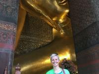 2017 10 27 Bangkok Wat Pho Goldener Budda mit Jutta