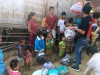 2017 10 31 Dorf Ban Huay Lern  Geschenkeverteilung