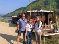 2017 10 31 Dorf Ban Huay Lern mit beiden Reiseleitern