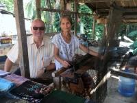 2017 11 01 Besuch Dorf Muang Keo Village Webereivorführung