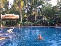 2017 11 01 Luang Prabang Hotel Villa Santi Erfrischung im Pool