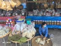 2017 11 07 Fotostopp bei Fischstände am Stausee Nam Nghum