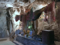2017 11 07 Tham Chang Tropfsteinhöhle Opferaltar