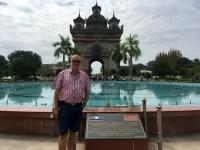 2017 11 08 Vientiane Brunnen vor dem Triumpfbogen Patuxai