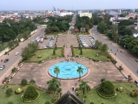 2017 11 08 Vientiane Vorplatz des Triumpfbogen Patuxai