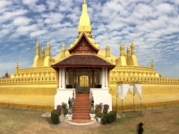 2017 11 08 Vientiane Stupa Pha That Luang 2 x Gerald