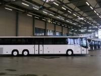 Viele Busse warten auf die Auslieferung