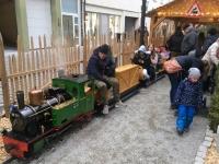 Zug durch Kinder Weihnachtsmarkt