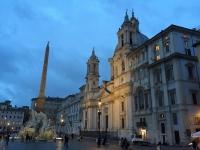 2017 12 11 Jutta besichtigt schon den Piazza Navona