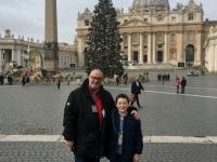 2017 12 12 Petersdom mit Friedenslichtkind Tobias