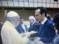 2017 12 13 Übergabe Geschenk von Günther Madlberger an den Papst