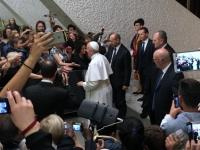 2017 12 13 Der Papst kommt herein