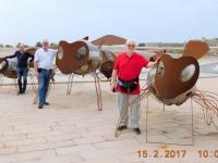 2017 02 15 Archäologische Stätte Qal at al Bahrain_ Sumsis vor dem Museum