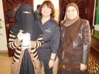 Angestellte der Moschee zeigt uns den Facebook_Eintrag