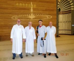 2017 02 15 Bahrain Grosse Moschee mit Spiegelung des Deckenlusters