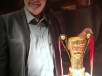 Coca Cola Supercup Pokal_diesen Pokal durfte man angreifen