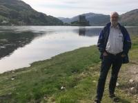 2018 05 17 Eilean Donan Castle aus Entfernung mit Loch Duich