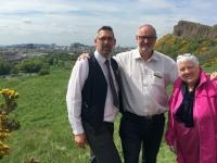 2018 05 18 Edinburgh mit Busfahrer Steve und RLin Helen