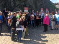 2018 05 19 Edinburgh Castle Erklärungen durch RLin Helen