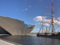 2018 05 13 Dundee Neues Museum und Segelmaster im Hafen