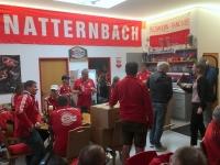 Auspacken der Allianz Arena Stühle