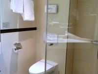 Auch das WC mit Bad ist gross