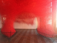 Reise ins Ungewisse der japanischen Künstlerin Chiharu Shiota