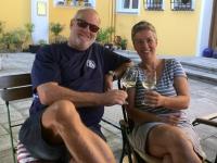 Karin Etzl_Gattin vom Kallhamer Gemeindesekretär fährt mit dem Rad vorbei