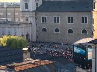 Open Air Videobühne hinter dem Dom