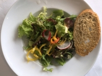 VS Kräuter Salat mit Himbeer Vinaigrette