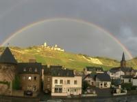 Alken perfekter Regenbogen mit Burg